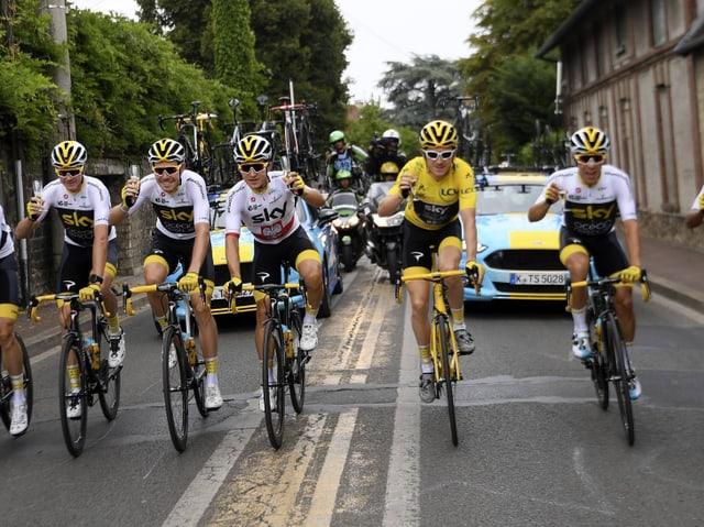 Die Cüplifahrt Richtung Champs Elysées. Wieder mit dem Team von Geraint Thomas in Feierlaune?