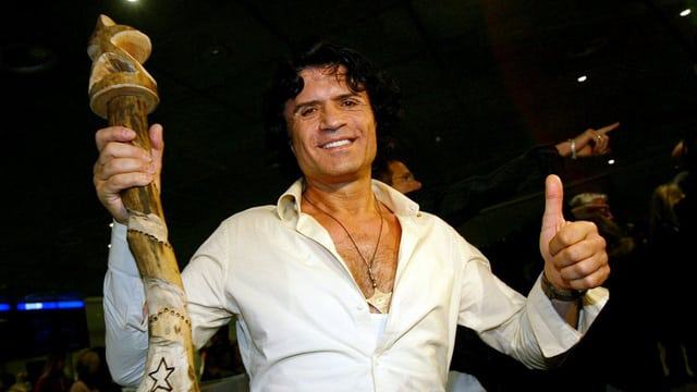 Das Bild zeigt Costa Cordalis 2004 nachdem er in der RTL-Show «Ich bin ein Star, holt mich hier raus» zum Dschungelkönig gewählt worden war.