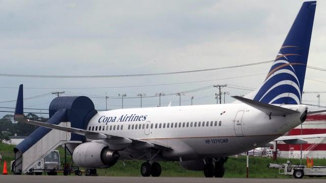 Maschine der Copa Airlines auf einem Rollfeld