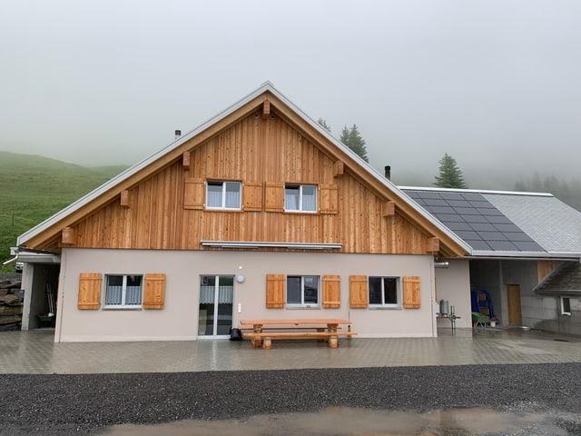 Modernes neues Haus auf der Alp.