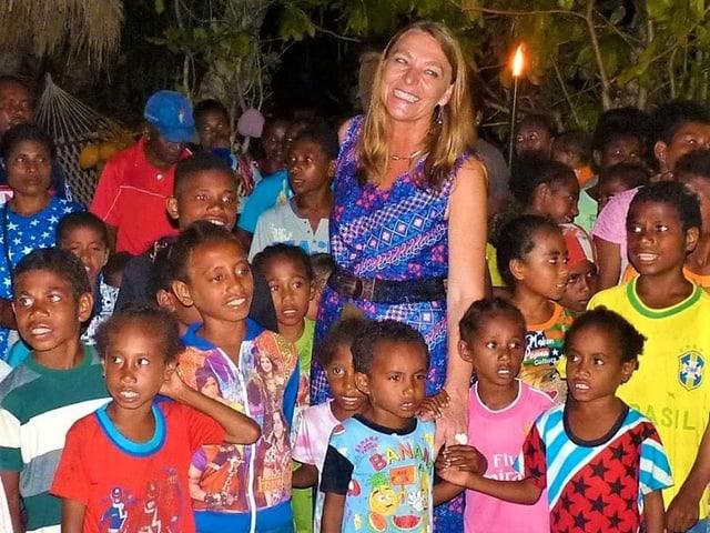 Maya Hadorn mit Kindern.