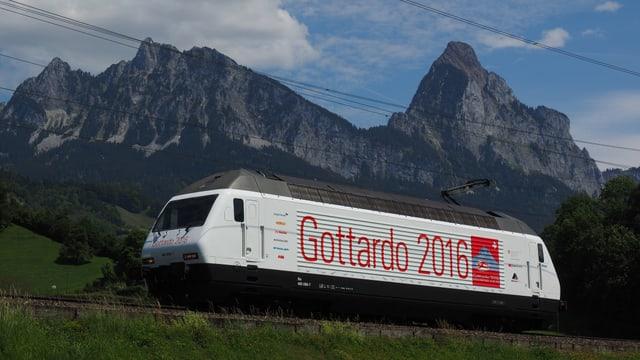 locomotiva cun inscripziun Gottardo 2016
