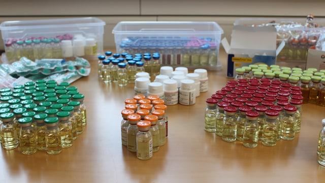 Im Fitnessstudio in Villmergen wurden grosse Mengen von illegal hergestellten Anabolika und Potenzmittel gefunden.