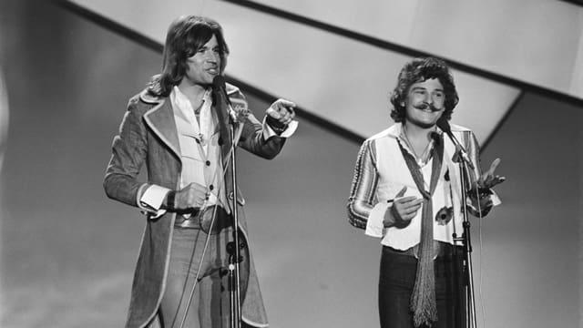 Schwarzweisses Bildmaterial von «Waterloo & Robinson». Die beiden Österreicher kleideten sich wie gewohnt rockig.