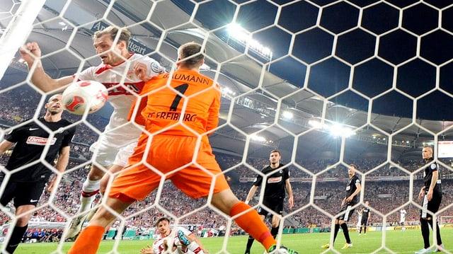 Harnik erzielt den Siegtreffer für Stuttgart.