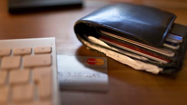 Adina esser precaut nua ch'ins endatescha las infurmaziuns da la carta da credit.
