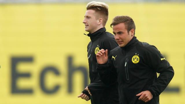 Mario Götze (r.) ist zurück im Dortmunder Mannschaftstraining.