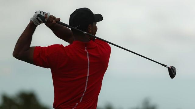 Tiger Woods bei einem Abschlag