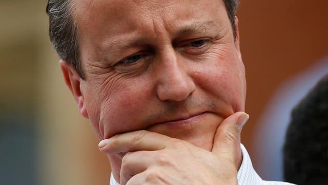 Cameron mit nachdenklicher Miene.
