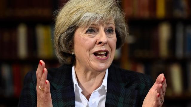 Surpiglia la mesemna saira il post dal vertent primminister da la Gronda Britannia: Theresa May.