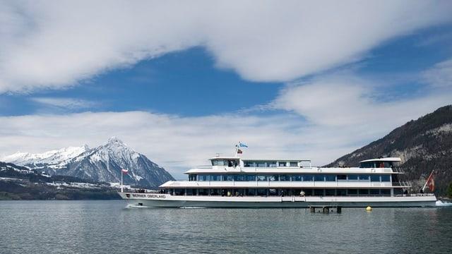 Das Motorschiff «Berner Oberland» der BLS.