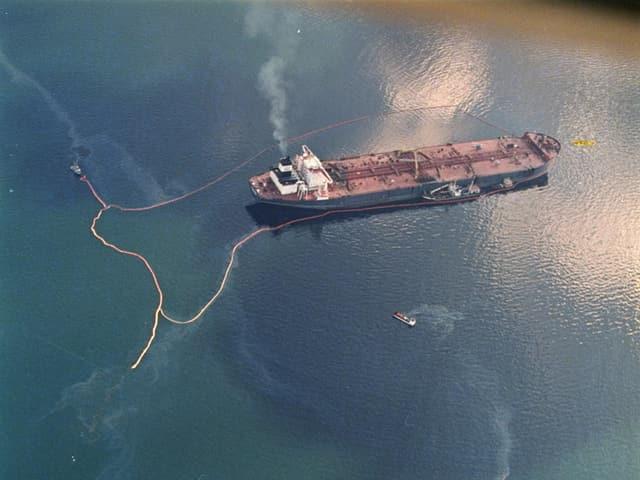 Der Öltanker aus der Vogelperspektive.