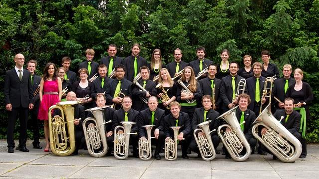 Brass Band Sursilvana stat si en gruppa cun lur instruments.