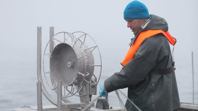 Reto Leuch aus Landschlacht/TG fischt in dritter Generation. Er ist der Präsident der Schweizerischen Berufsfischer auf dem Bodensee.