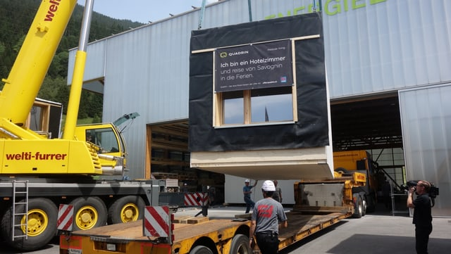 Cun in transport spezial vegnan ils moduls transportads en l'Engiadina.