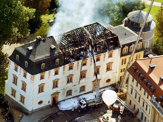Das verbrannte Dach der Herzogin-Anna-Amalia-Bibliothek in Weimar.