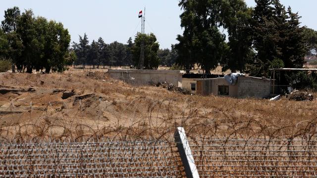 Blick vom annektierten Gebiet auf die syrische Seite des Krisengebiets.