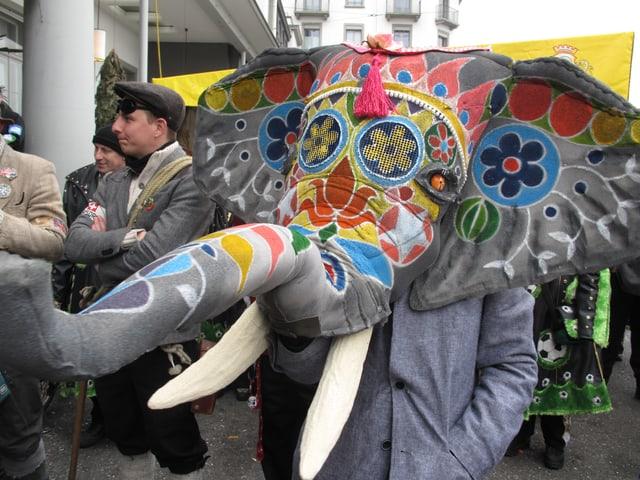 Als Elefant verkleideter Fasnächtler an der Luzerner Fasnacht