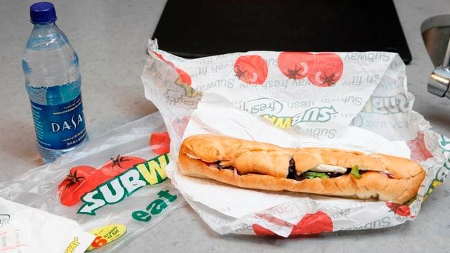 Sandwich der Marke Subway auf einem Tisch