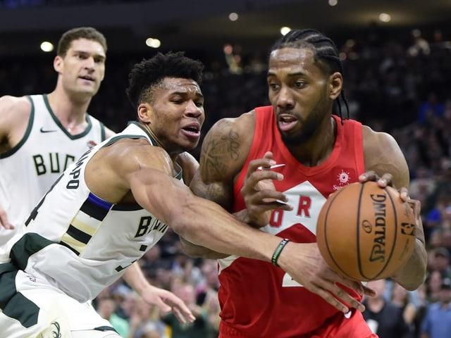 Torontos Kawhi Leonard gegen Milwaukees Giannis Antetokounmpo.