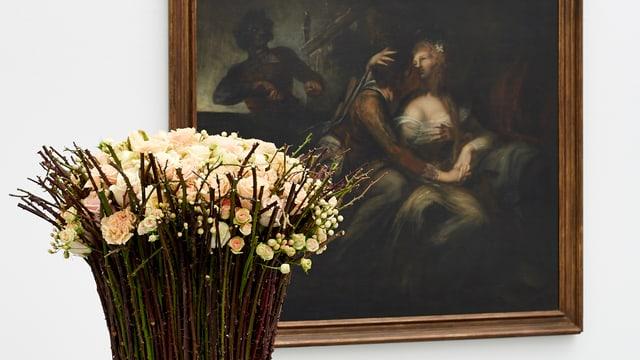 Blumenbouqet vor dunklem Bild
