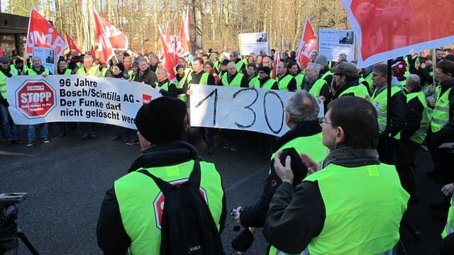 Vor dem Bosch-Hauptsitz in der Nähe von Stuttgart verliehen die Scintilla-Mitarbeiter ihrem Unmut Ausdruck.