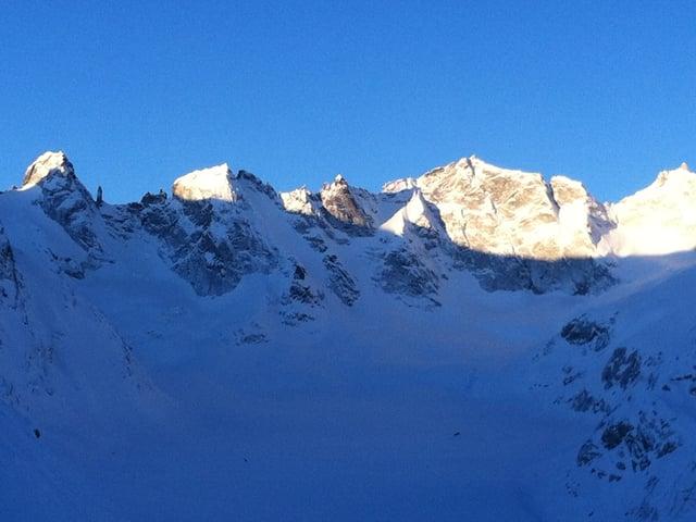 Diese Aussicht auf die Berge hatte der Hüttenwart bei seiner Arbeit.