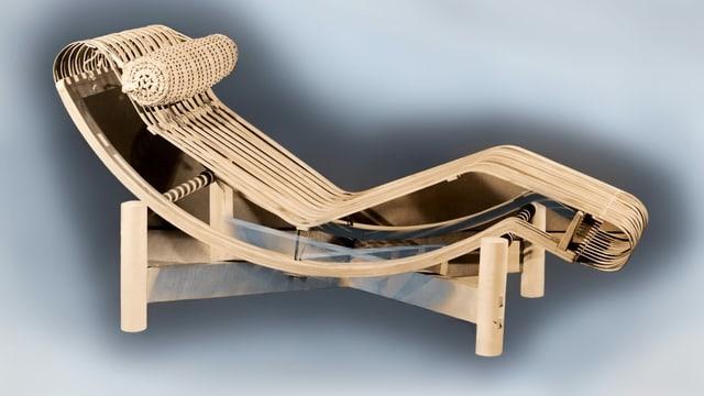 Eine Chaiselongue aus Bambus.