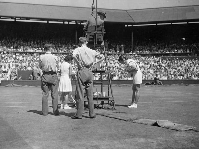 Gem Hoahing, eine Engländerin mit chinesischen Wurzeln, 1949 im Spiel gegen Gussie Moran.