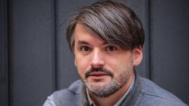 Porträtaufnahme von Saša Stanišić.