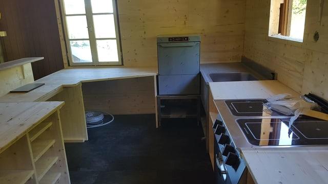 Einfache Küche mit viel Holz