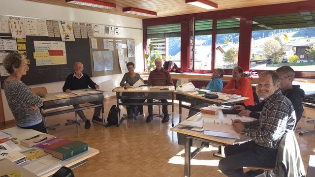 Ils 7 participants al lavuratori per avanzads cun lur magistra Rut Plouda.