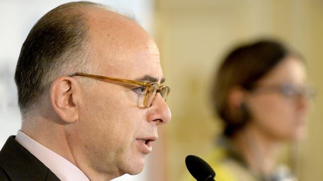 minister franzos, Bernard Cazeneuve è vid discurrer