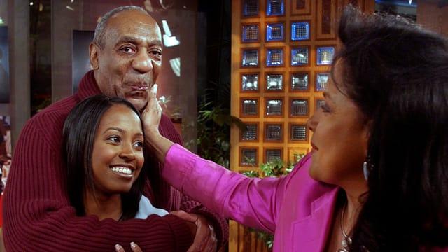 Cosby mit Show-Ehefrau und einer Show-Tochter hinter den Kulissen am rumblödeln.