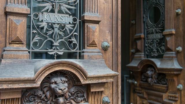 Eingangstür des Kunstmuseums Bern