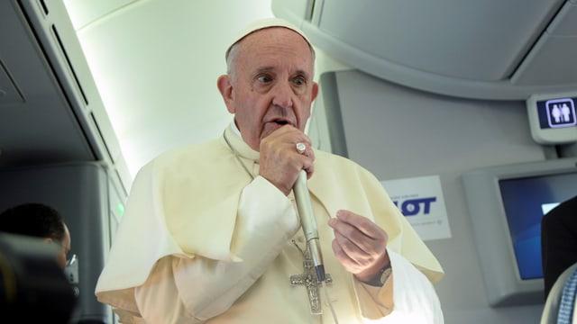 Il papa durant ses pled en l'aviun sin viada enavos en il Vatica.