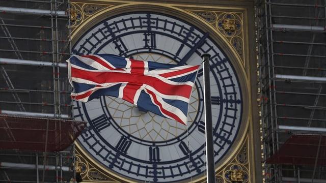 Britisches Parlament wird von Königin II. wiedereröffnet