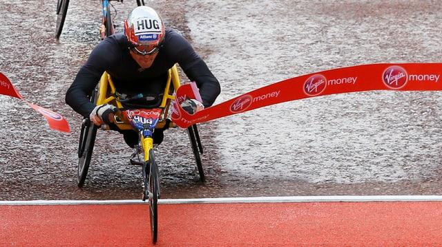 Marcel Hug a l'arrivada da la cursa a Londra.
