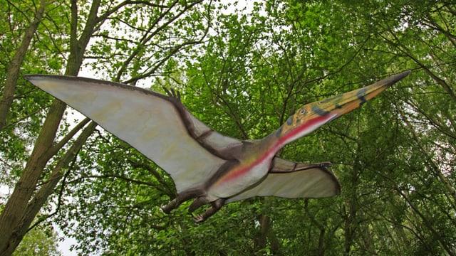 Ein Flugsaurier im Wald.