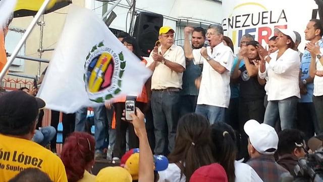 Die Accion Democrática bei einer Kundgebung (am Mikrophon: Ramos, Generalsekretär der Partei).
