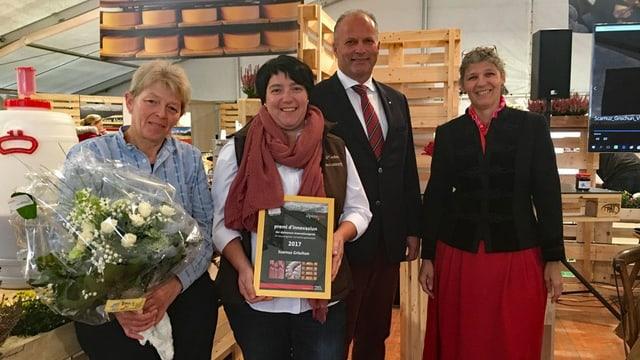 Las puras da Scarnuz Grischun (sanester) han retschavì la mesemna il premi d'alpinavera per innovaziun.