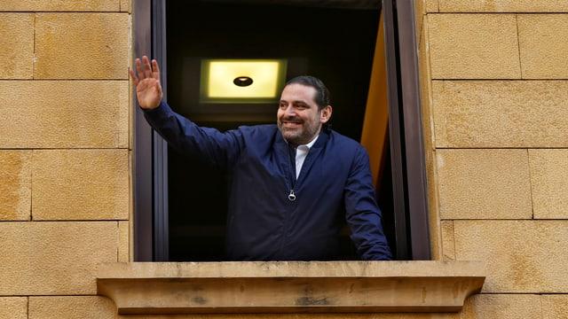 Libanons Premier Saad Hariri winkte heute seinen Anhängern vom Fenster seiner Beiruter Residenz aus zu.