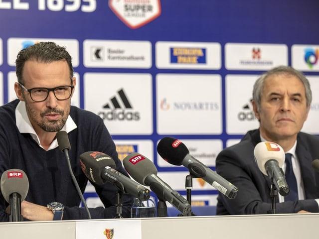 Marco Streller (l.) und Marcel Koller an der Medienorientierung des FC Basel.