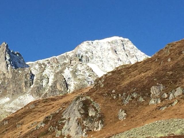Verschneiter Berg