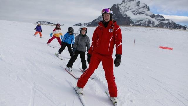 Video ««Die Skilehrer» (3/3): Hochsaison» abspielen