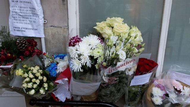 Blumen für die tote Krankenschwester Jacintha Saldanha