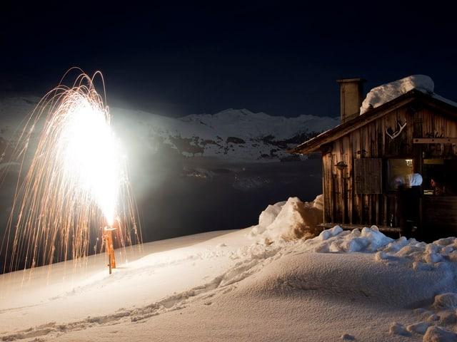 Holzhütte, Nacht, Gebirg, Leuchtfontäne