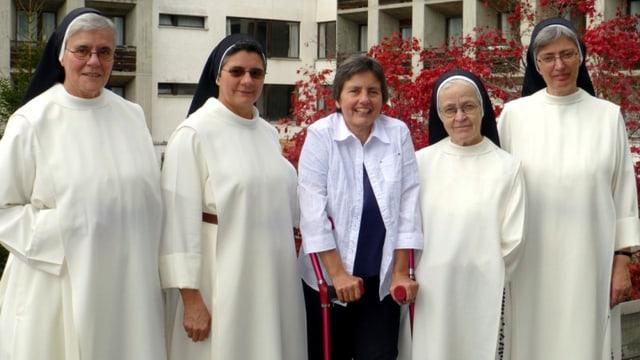 Da sanester: Sr. Armina Maissen, Sr. Miriam Ribero, Sr. Monika Hüppi, Sr. Maria Esther Küttlel, Sr. Annemarie Müller.