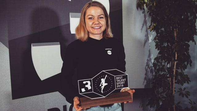 Die stolze Gewinnerin im SRF 3-Studio.