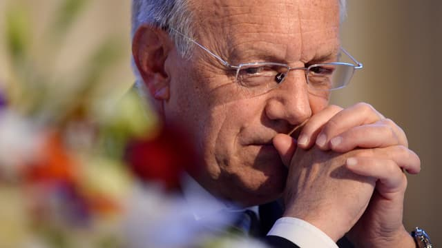 Eine Aufnahme des Wirtschaftsministers Schneider-Ammann in nachdenklicher Pose.